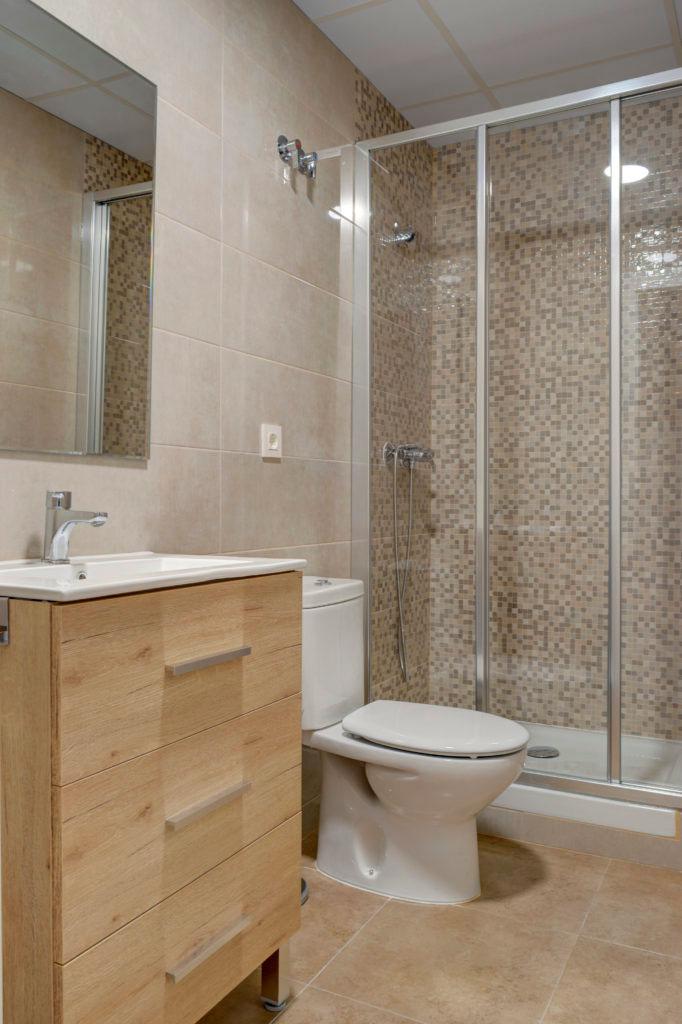 baño renovado piso alquiler zaragoza poppy rooms