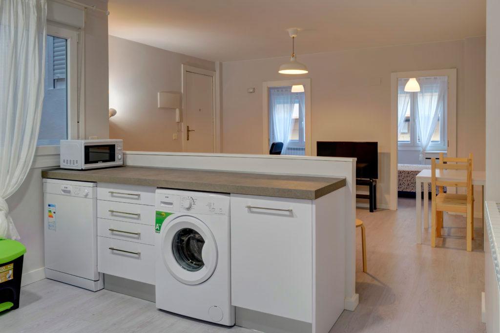 cocina moderna piso alquiler zaragoza poppy rooms