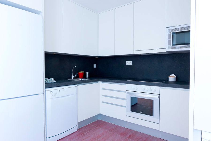 cocina compartir habitacion alquilar piso zaragoza poppy rooms fernando el catolico