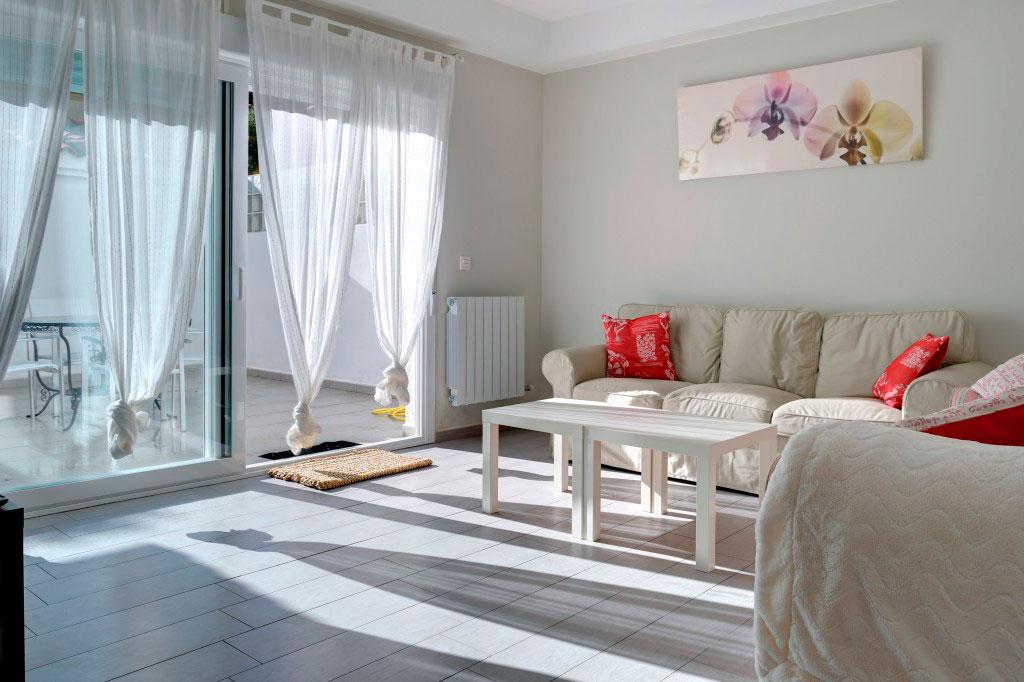 salon con terraza alquiler habitacion zaragoza poppy rooms