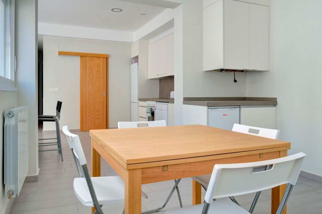 comedor compartir habitacion alquilar piso zaragoza poppy rooms ram de viu