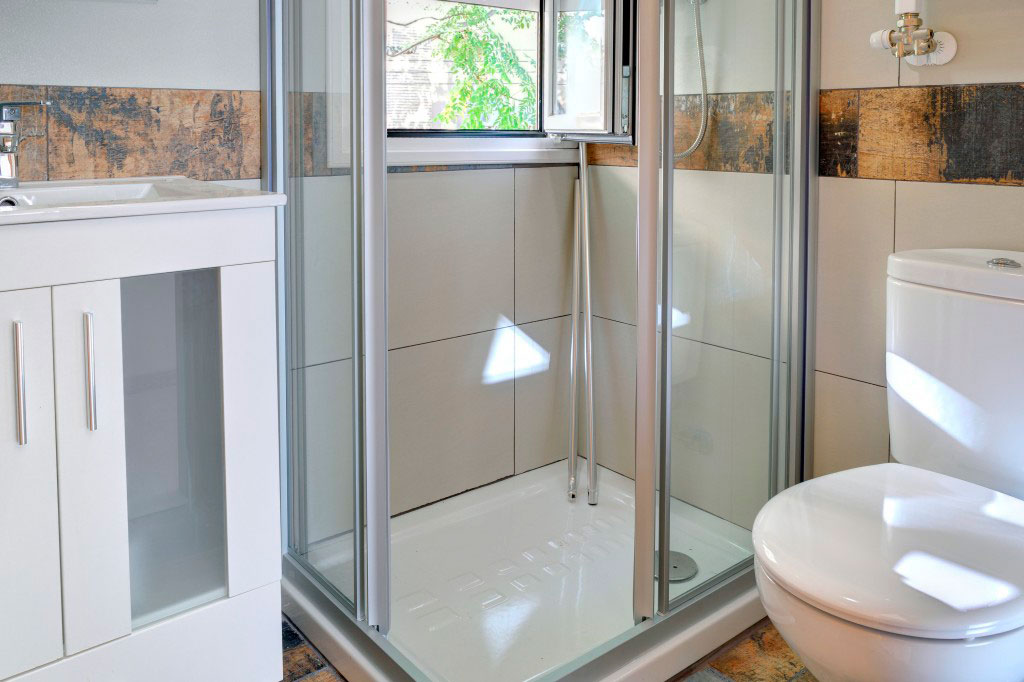 baño compartir habitacion alquilar piso zaragoza poppy rooms ram de viu
