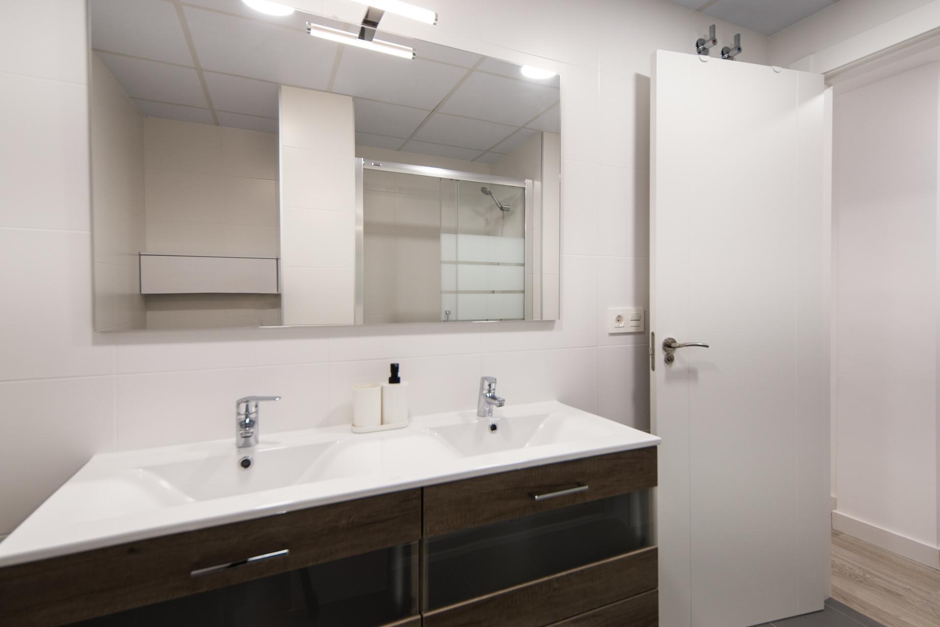 baño alquilar piso zaragoza poppy rooms