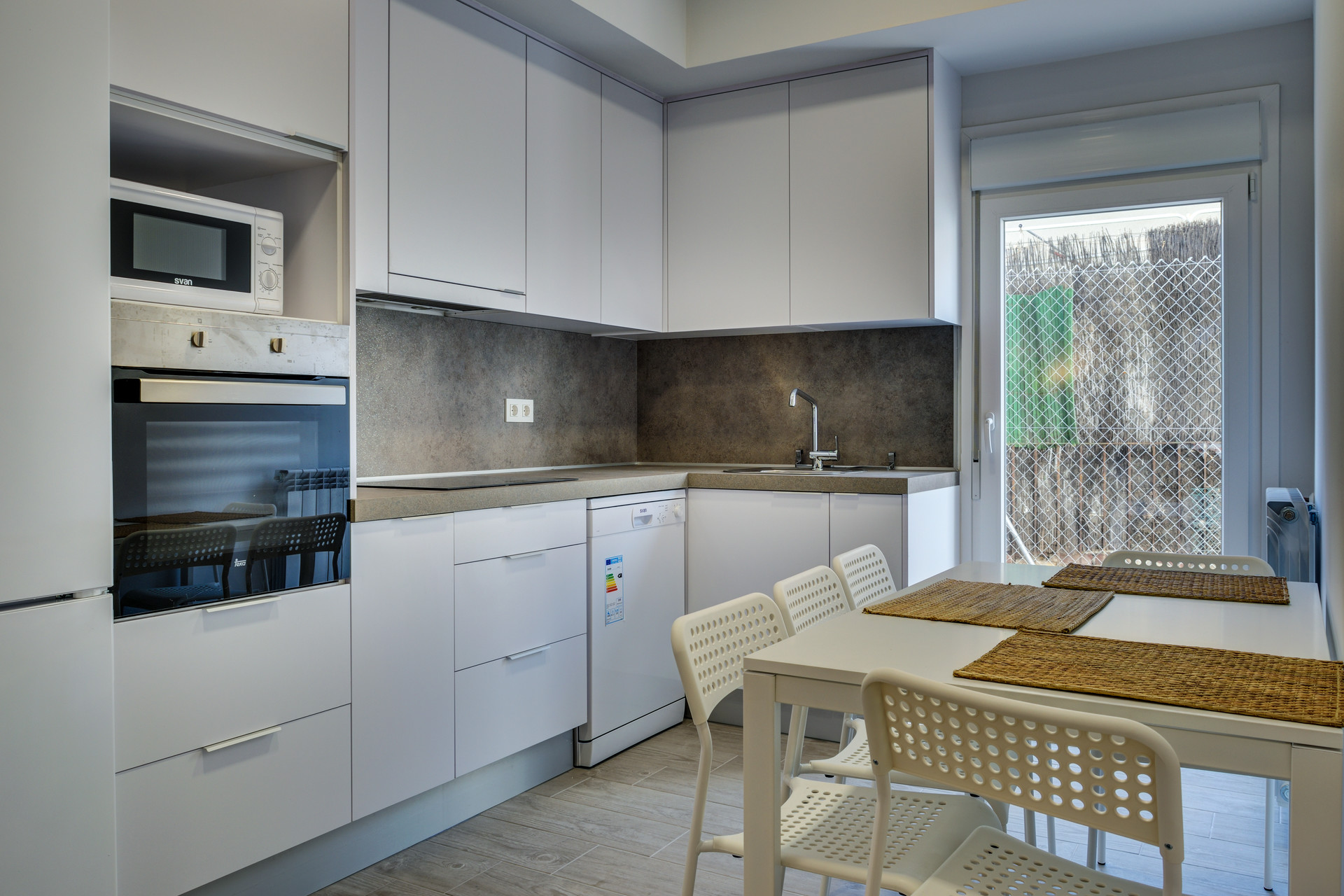 cocina luminosa renovada alquilar piso compartido zaragoza