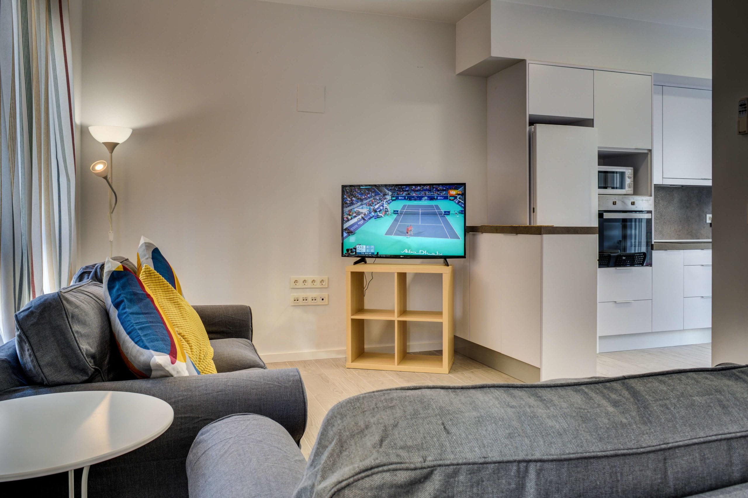 salon luminoso renovado alquiler piso compartido zaragoza